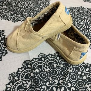Tom's toddler size 7 new with no tags
